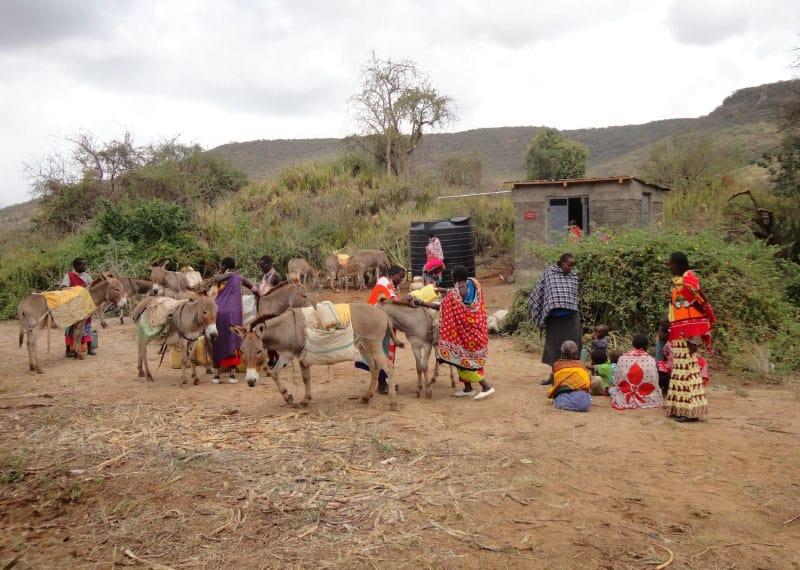 1. November 2012: Die Frauen können Wasser vom Brunnen holen.