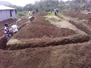 Der Graben für das erste Gebäude ist fast fertig.