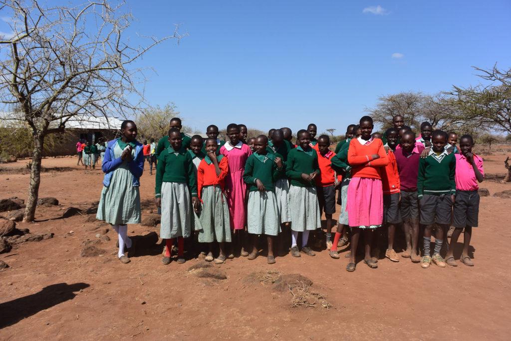 Potentielle Nutzniesserinnen des Bazaar 2017 - Massai Mädchen aus Iloshion